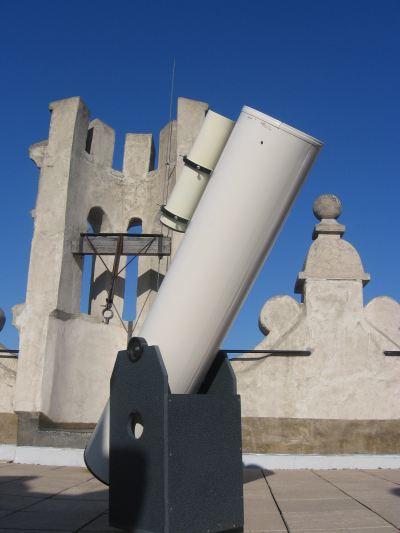 Obr. 3: Dobsonův dalekohled (průměr objektivu 0,25m).