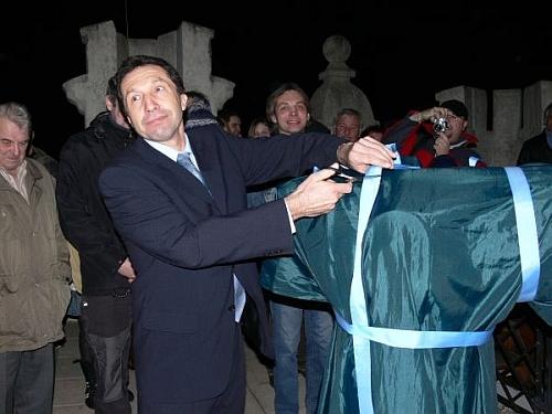 primátor Jihlavy Ing. Vymazal stříhá pásku dalekohledu